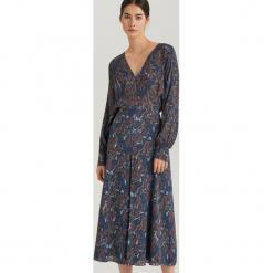 Elegancka sukienka midi ReDesign - Wielobarwn. Szare sukienki balowe marki Reserved, midi. Za 399,99 zł.
