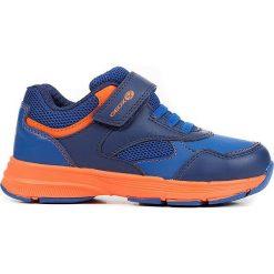 """Sneakersy """"Hoshiko"""" w kolorze granatowym. Niebieskie trampki chłopięce marki geox kids, z gumy. W wyprzedaży za 117,95 zł."""
