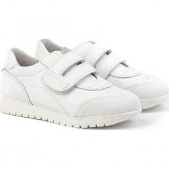 Skórzane sneakersy w kolorze białym. Białe trampki chłopięce Angelitos. W wyprzedaży za 225,95 zł.