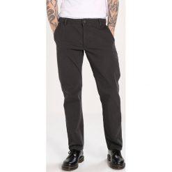 Rurki męskie: DOCKERS SMART 360 FLEX ALPHA SLIM TAPERED Spodnie materiałowe steelhead