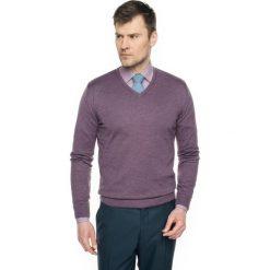 Swetry klasyczne męskie: sweter locarno w serek fiolet