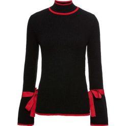 Sweter ze stójką bonprix czarno-czerwony. Czarne swetry klasyczne damskie bonprix, z kontrastowym kołnierzykiem. Za 109,99 zł.