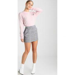 Swetry klasyczne damskie: Miss Selfridge Petite FLORAL JUMPER Sweter pink