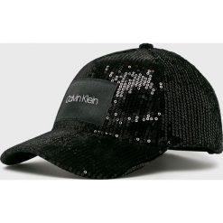 Calvin Klein - Czapka. Czarne czapki z daszkiem damskie Calvin Klein, z poliesteru. Za 179,90 zł.