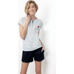 Damska piżama Susane. Szare piżamy damskie marki Astratex, z aplikacjami, z tkaniny, z krótkim rękawem. Za 84,47 zł.