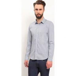 KOSZULA DŁUGI RĘKAW MĘSKA SLIM FIT. Szare koszule męskie slim marki Top Secret, m, z klasycznym kołnierzykiem, z długim rękawem. Za 59,99 zł.