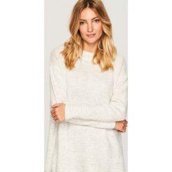 Sweter oversize - Kremowy. Białe swetry oversize damskie marki Reserved, l. Za 79,99 zł.