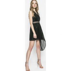 Answear - Sukienka Twilight. Szare sukienki asymetryczne marki ANSWEAR, na co dzień, l, z poliesteru, casualowe, z asymetrycznym kołnierzem, mini. W wyprzedaży za 49,90 zł.