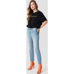 Rut&Circle Jeansy girlfriend Hanne - Blue. Niebieskie spodnie z wysokim stanem Rut&Circle, z jeansu. Za 202,95 zł.