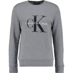 Calvin Klein Jeans CREW NECK Bluza mid grey heather. Szare kardigany męskie marki Calvin Klein Jeans, m, z bawełny. W wyprzedaży za 356,15 zł.