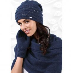 Damska czapka Savona. Czerwone czapki zimowe damskie marki Astratex, w koronkowe wzory, z wiskozy. Za 82,99 zł.