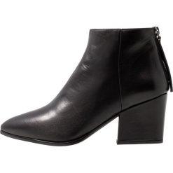 Unisa LEIKI Ankle boot black. Czarne botki damskie skórzane marki Unisa. Za 589,00 zł.