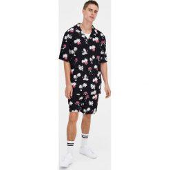 Bermudy tailoring z piki w palmy. Czarne bermudy męskie marki Pull&Bear, m. Za 69,90 zł.