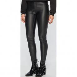 Coatingowe spodnie high waist - Czarny. Czarne spodnie z wysokim stanem Cropp. Za 89,99 zł.