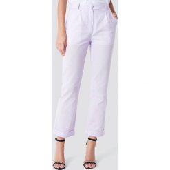 Trendyol Lniane spodnie - Purple. Fioletowe spodnie z wysokim stanem marki Trendyol. W wyprzedaży za 80,98 zł.