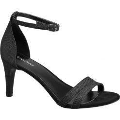 Sandały na obcasie Graceland szare. Czarne sandały trekkingowe damskie marki Graceland, w kolorowe wzory, z materiału. Za 99,90 zł.