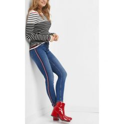 Jegginsy z lampasami. Niebieskie legginsy we wzory marki Orsay, z bawełny. Za 99,99 zł.