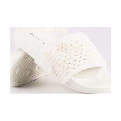 Chodaki damskie: Białe klapki z futerkiem ERYNN białe