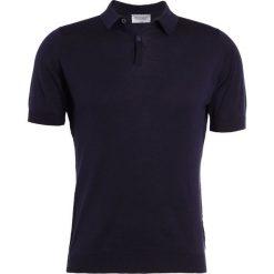 John Smedley RHODES Koszulka polo navy. Niebieskie koszulki polo John Smedley, l, z bawełny. W wyprzedaży za 486,75 zł.