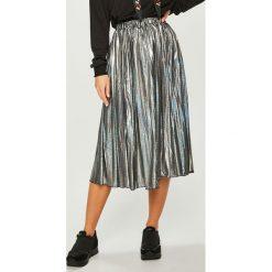 Answear - Spódnica. Szare spódniczki plisowane damskie ANSWEAR, l, z poliesteru, z podwyższonym stanem, midi. Za 149,90 zł.