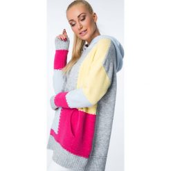 Swetry klasyczne damskie: Sweter kolorowy z kapturem / żółty MISC002