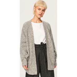 Sweter - Jasny szar. Szare swetry klasyczne damskie Reserved, m. Za 119,99 zł.