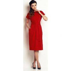 Czerwona Prosta Midi Sukienka z Wiązanym Paskiem. Czerwone sukienki na komunię Molly.pl, na co dzień, l, w paski, z tkaniny, midi, proste. Za 137,90 zł.