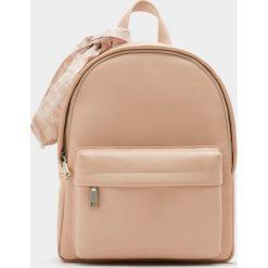 Plecaki damskie: Bladoróżowy plecak w miejskim stylu z ozdobą