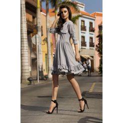 Casualowa sukienka z kołnierzykiem jasnoszary BROOKLYN. Szare sukienki dresowe Lemoniade, do pracy, w koronkowe wzory, biznesowe, z długim rękawem. Za 169,90 zł.