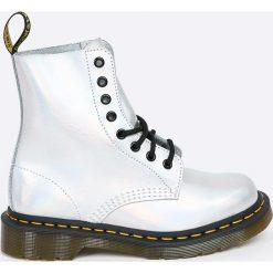 Dr Martens - Botki Pascal. Szare buty zimowe damskie Dr. Martens, z materiału, z okrągłym noskiem, na obcasie, na sznurówki. Za 639,90 zł.