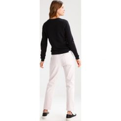 Boyfriendy damskie: 7 for all mankind JOSEFINA Jeansy Relaxed fit rose