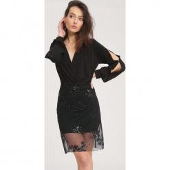 Czarna Sukienka Unattached. Czarne długie sukienki marki other, uniwersalny, z dzianiny, dekolt w kształcie v, z długim rękawem. Za 89,99 zł.