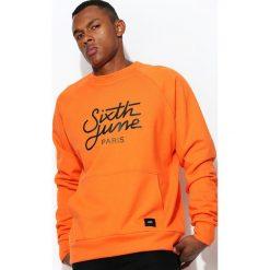 Pomarańczowa Bluza Intricate. Czarne bluzy męskie rozpinane marki Born2be, l, z aplikacjami, z dresówki. Za 194,99 zł.