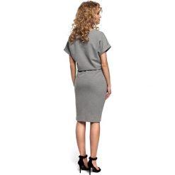 ELISE Sukienka midi z wiązaniem w pasie- szara. Szare sukienki dresowe marki Moe, s, sportowe, z krótkim rękawem, midi, ołówkowe. Za 119,00 zł.