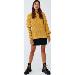Luźny szenilowy sweter. Szare swetry klasyczne damskie Pull&Bear. Za 109,00 zł.