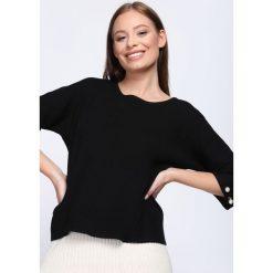 Czarny Sweter Running Circles. Czarne swetry oversize damskie Born2be, l, z dzianiny. Za 79,99 zł.