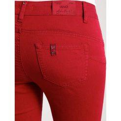 Liu Jo Jeans BOTTOM UP GODLY   Jeansy Slim Fit ciliegia. Czerwone rurki damskie Liu Jo Jeans. W wyprzedaży za 375,20 zł.