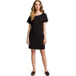 BELINDA Sukienka z dekoltem na plecach - czarna. Sukienki małe czarne Moe, s, z dekoltem na plecach, z krótkim rękawem, proste. Za 129,99 zł.