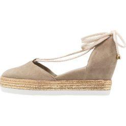 Högl Czółenka sznurowane khaki. Brązowe buty ślubne damskie HÖGL, z materiału. W wyprzedaży za 519,20 zł.