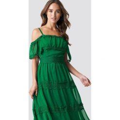 Trendyol Koronkowa sukienka na ramiączkach - Green. Szare sukienki koronkowe marki Trendyol, na co dzień, casualowe, midi, dopasowane. Za 161,95 zł.