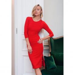 Czerwona Sukienka  Young and Beautiful. Czerwone sukienki dzianinowe other, m, z okrągłym kołnierzem, z krótkim rękawem, midi, dopasowane. Za 99,99 zł.