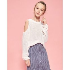 Sweter z odkrytymi ramionami - Biały. Białe swetry klasyczne damskie Reserved. W wyprzedaży za 39,99 zł.