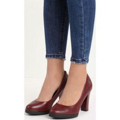 Bordowe Czółenka Speciality. Czerwone buty ślubne damskie marki Born2be, na wysokim obcasie, na słupku. Za 79,99 zł.