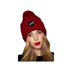 CZAPKA LOVE RED. Czerwone czapki zimowe damskie JUNGMOB, na zimę, z aplikacjami, z dzianiny. Za 79,00 zł.