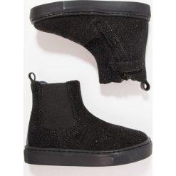 Pinocchio Botki black. Czarne buty zimowe damskie Pinocchio, z materiału. W wyprzedaży za 229,50 zł.