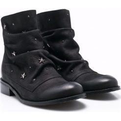Carinii - Botki. Czarne buty zimowe damskie marki Kazar, ze skóry, na wysokim obcasie, na obcasie. W wyprzedaży za 249,90 zł.