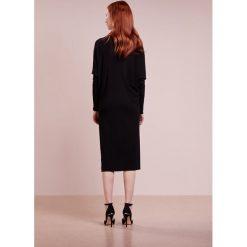 Jil Sander Navy Sukienka koktajlowa black. Czarne sukienki koktajlowe marki Jil Sander Navy, z materiału. W wyprzedaży za 615,60 zł.