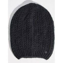 Czapka z zawieszką - Czarny. Czarne czapki zimowe damskie marki Sinsay. Za 9,99 zł.