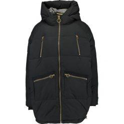 Khujo Płaszcz zimowy black. Czerwone płaszcze damskie zimowe marki Cropp, l. W wyprzedaży za 439,45 zł.