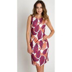 Dopasowana sukienka z motywem kolorowych liści BIALCON. Brązowe sukienki na komunię marki BIALCON, na imprezę, w kolorowe wzory, dopasowane. W wyprzedaży za 262,00 zł.